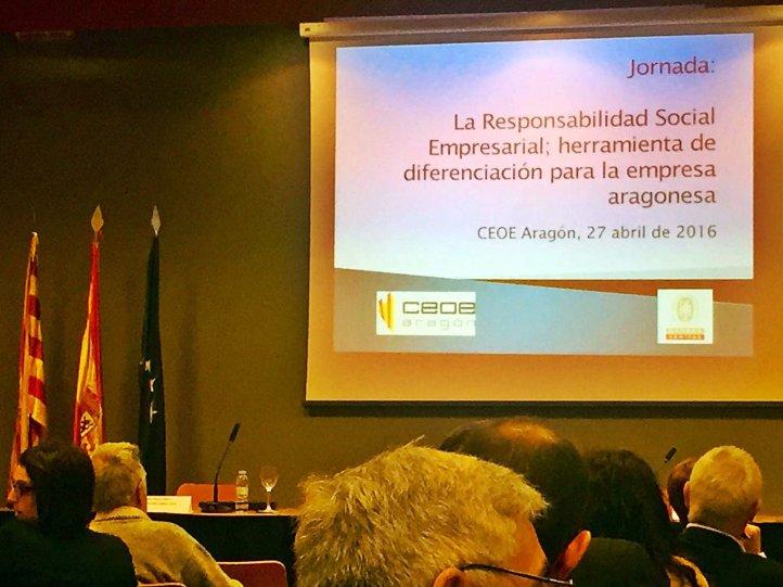 Momentos previos a la inauguración de la ponencia